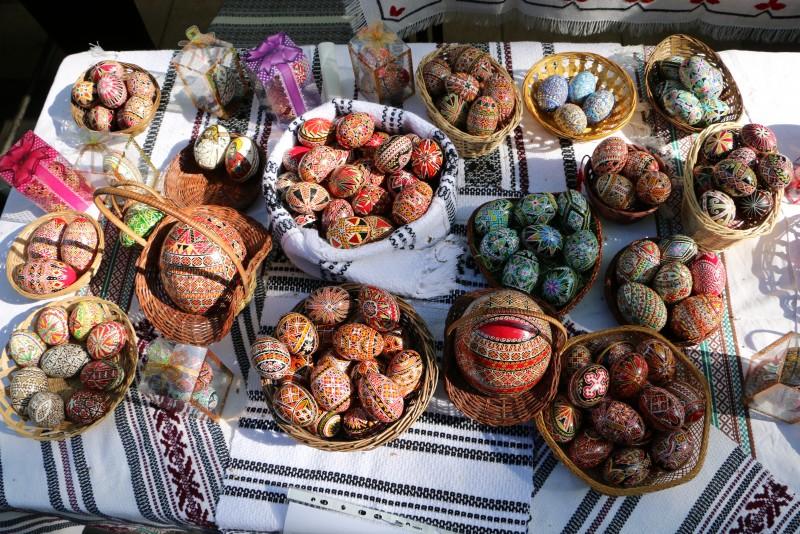 Sâmbătă și duminică e sărbătoare la Rogojești: Festivalul-Concurs de Ouă Încondeiate, ediția a IV-a