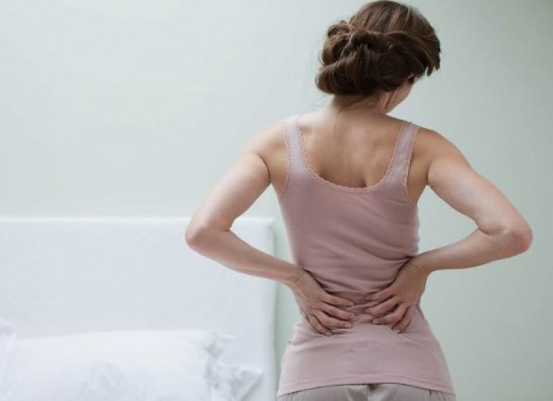 Sânge în urină și dureri de spate? Mergi de urgență la medic!