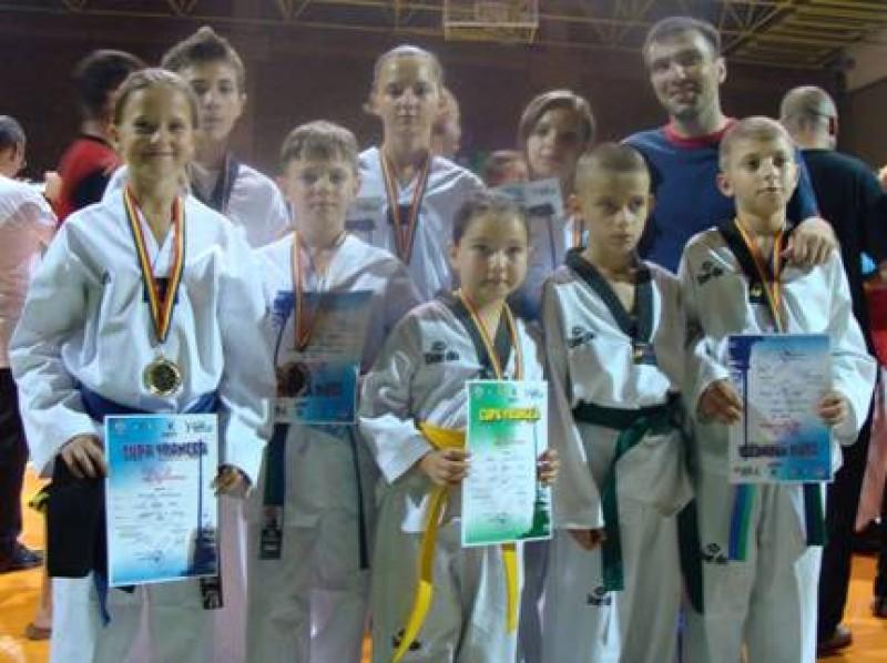 Sapte medalii castigate de sportivii de la Clubul Sportiv Total Taekwondo Botosani!