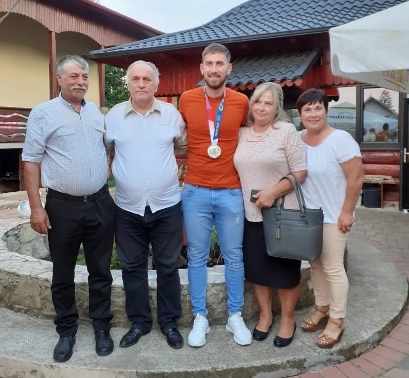 Sărbătoare la Mihăileni, odată cu întoarcerea acasă a lui Mugurel Semciuc. Interviu cu vicecampionul olimpic
