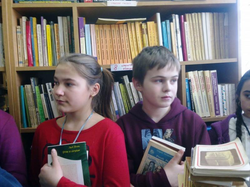 """Sărbătoarea cărţii la Liceul de Artă """"Ştefan Luchian"""": De la Caragiale, la """"Biblioteca pentru mai târziu"""""""