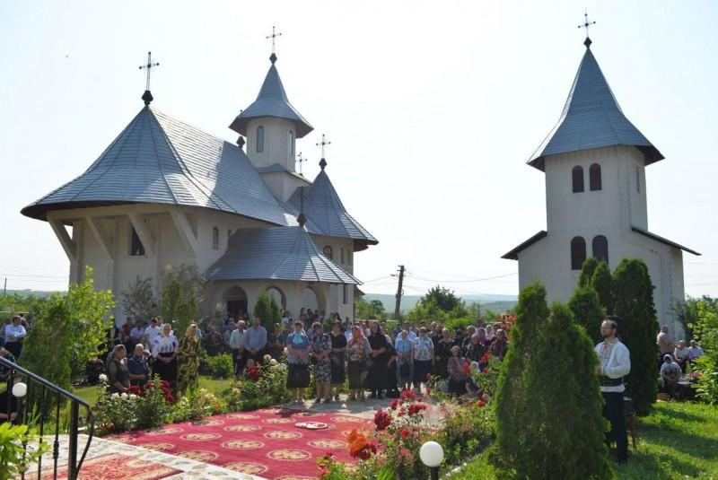 Sărbătoarea Preasfintei Treimi la Mănăstirea Eşanca