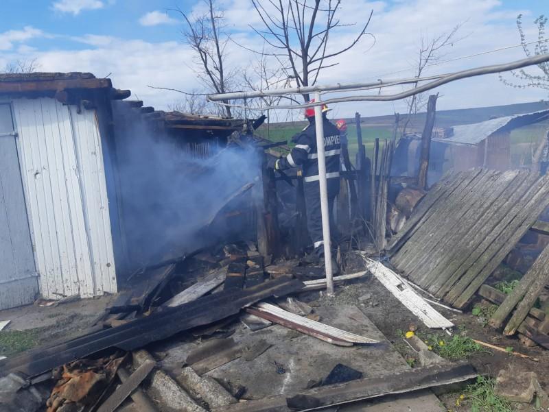 Șase copii dintr-o comună din Botoșani au fost la un pas de a incendia mai multe gospodării