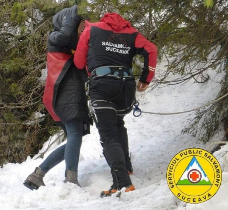 Șase tinere din Botoșani blocate pe Rarău din cauza gheții