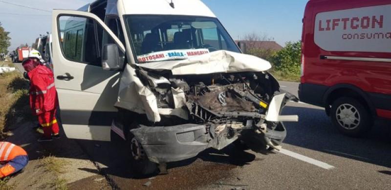 Șase victime! Un microbuz din Botoșani a fost implicat într-un grav accident la Bacău! Foto