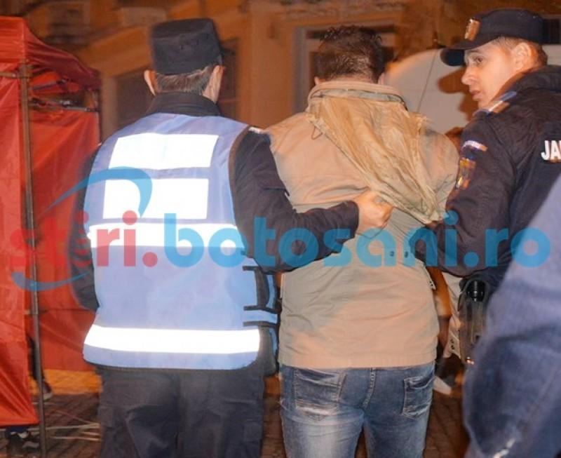 Bărbaţi încătuşaţi pe o stradă din Botoşani, după ce au făcut un scandal monstru şi s-au luat de trecători!