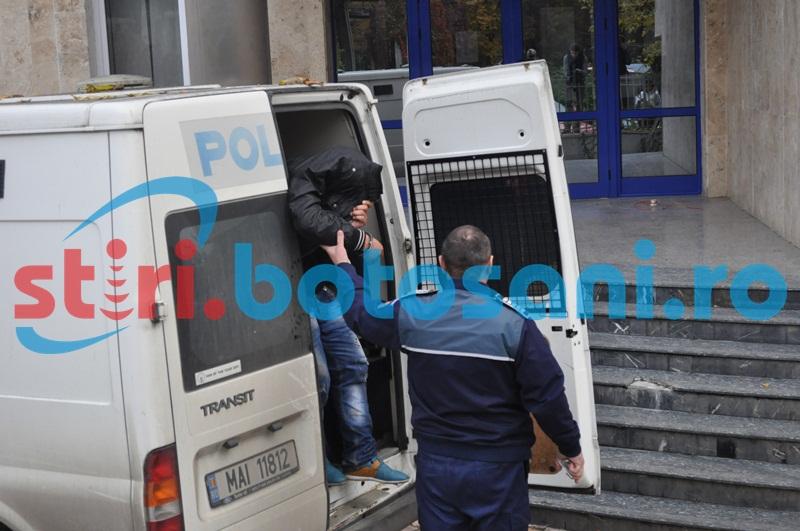Scandal în parcarea unui supermarket din Dorohoi, provocat de un tânăr aflat în arest la domiciliu!