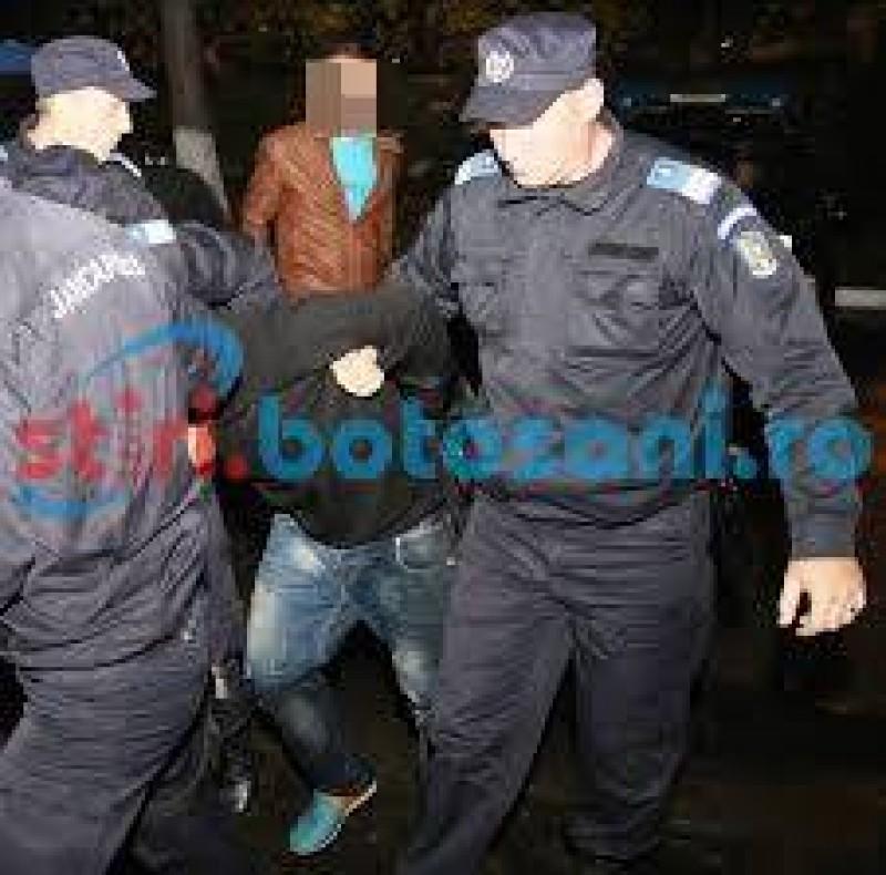 Scandal monstru făcut de un tânăr într-un bar din Botoşani! A aruncat mobilierul pe trotuar!