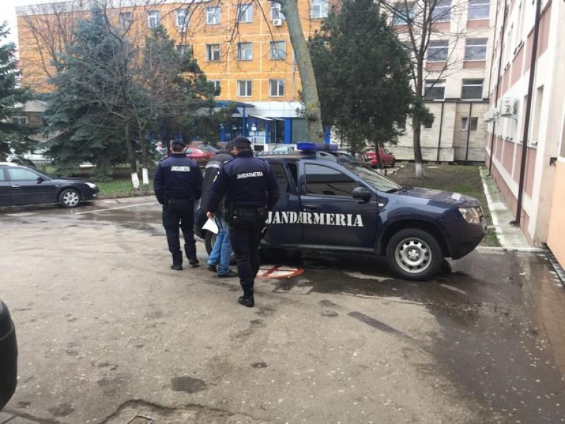 Scandalagiu ridicat de jandarmi din Piaţa Centrală. S-a îmbătăt şi se lua de cumpărători