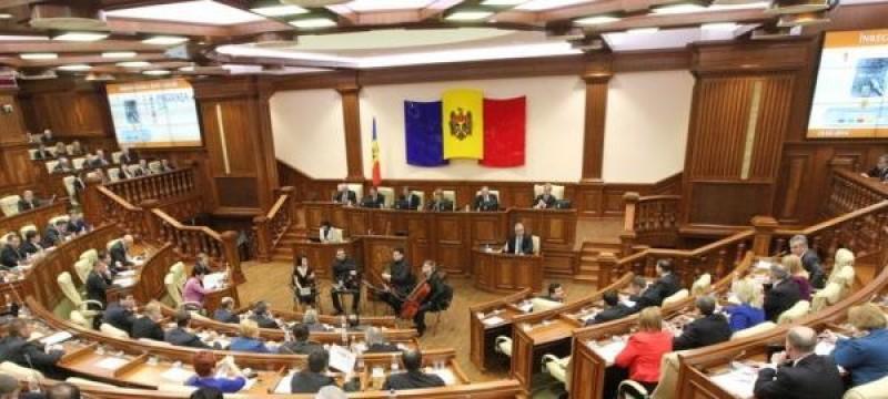 """Scene incredibile în Parlamentul de la Chişinău: """"Unirea din 1918 este una dintre cele mai semnificative din istoria poporului român"""". Răspuns: """"Sunt de acord, numai să fie zi de doliu""""!"""