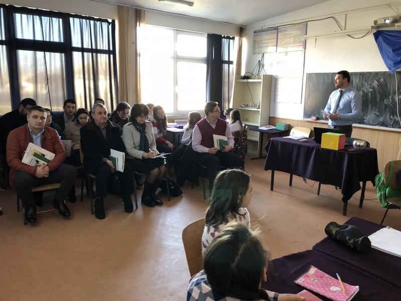 Schimb de experienţă cu profesorii de religie, la Şcoala Hăneşti - FOTO