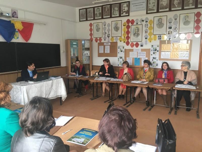 """Schimb de experiență pe probleme de marketing educațional, la Școala Gimnazială """"Teofil Vâlcu"""" Hănești"""