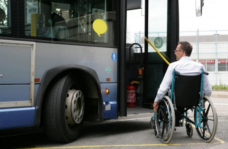 Schimbări în modul de utilizare a biletelor gratuite de transport interurban acordate persoanelor cu dizabilități