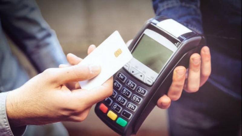 Schimbări majore de la 1 ianuarie pentru toți românii care folosesc carduri bancare