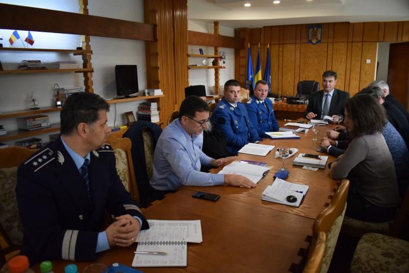 Situația de la Schitul Orășeni, analizată la Prefectură cu șefii Poliției și ai Jandarmeriei