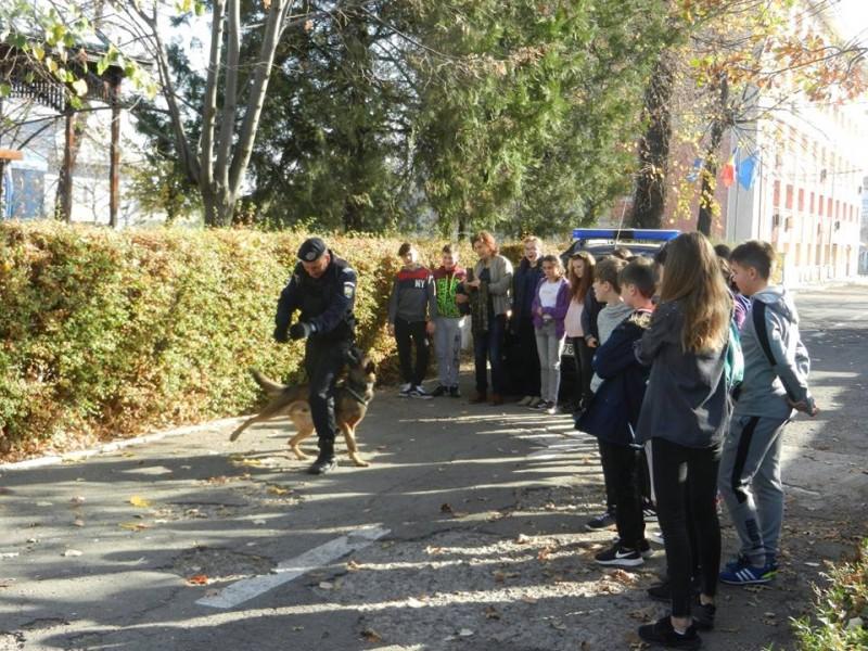 Şcoala Altfel la Jandarmerie! FOTO