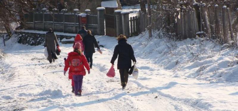 Botoșani: Şcolile funcţionează după program normal, însă autorităţile sunt pregătite să suspende cursurile dacă se va impune