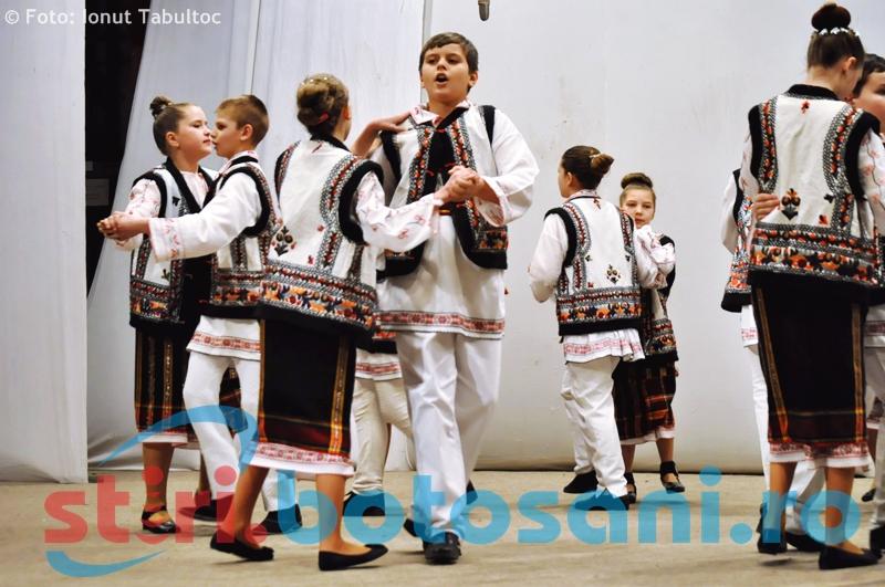 """Scolile Gimnaziale Nr. 10 si Nr. 11 din Botosani, pe scena la """"Artele Copilariei"""" - GALERIE FOTO"""