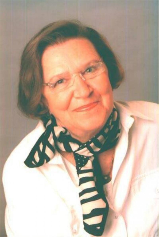 """Scriitoarea Aurelia Marinescu, autoarea """"Codului bunelor maniere astăzi"""", a murit"""