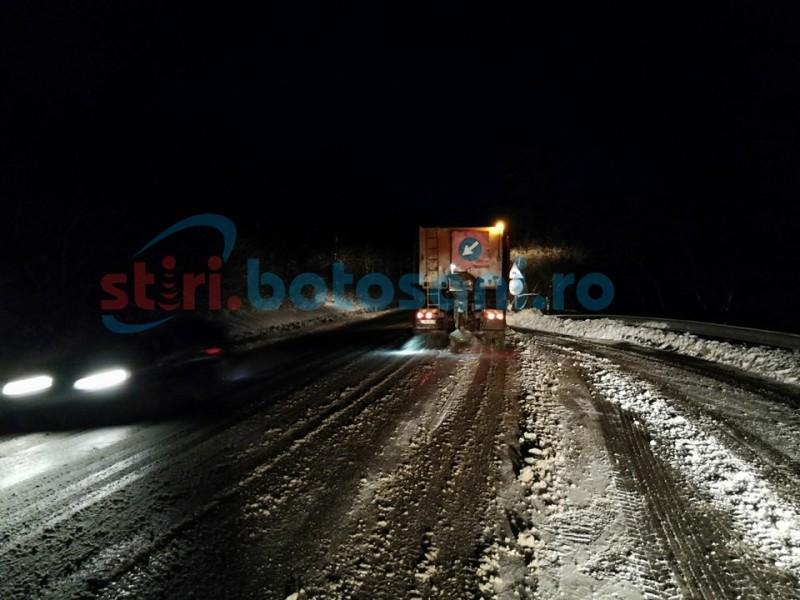Se circulă pe toate drumurile din judeţul Botoşani. Viscol la limitele de judeţ - FOTO