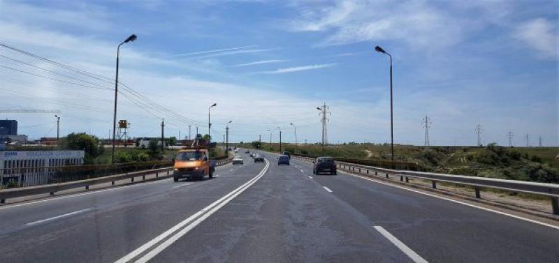 Se întâmplă în România: Deranjat că linia continuă dublă îi strica afacerea, a modificat marcajul rutier!