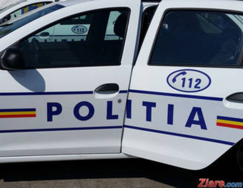 Se întâmplă în România: Directoarea unei școli a intrat în părinți și copii după ce a încurcat frâna cu accelerația!