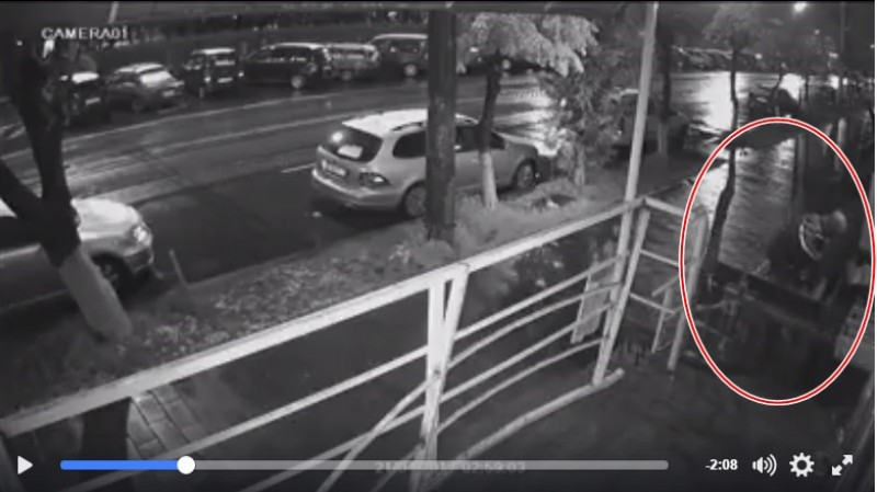 Se întâmplă la Botoşani: furt sub supravegherea camerei video! VIDEO