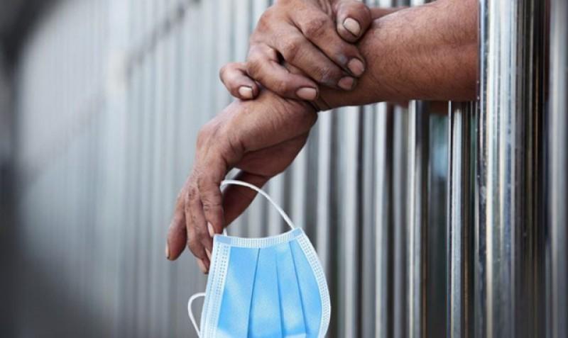 Se poate și mai rău ca la noi. Guvernul din Qatar aplică pedeapsa cu închisoare până la 3 ani pentru cei care nu poartă mască de protecţie