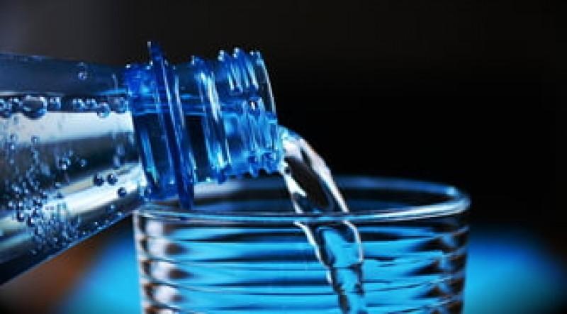 Se pregatesc noi reguli pentru apa imbuteliata
