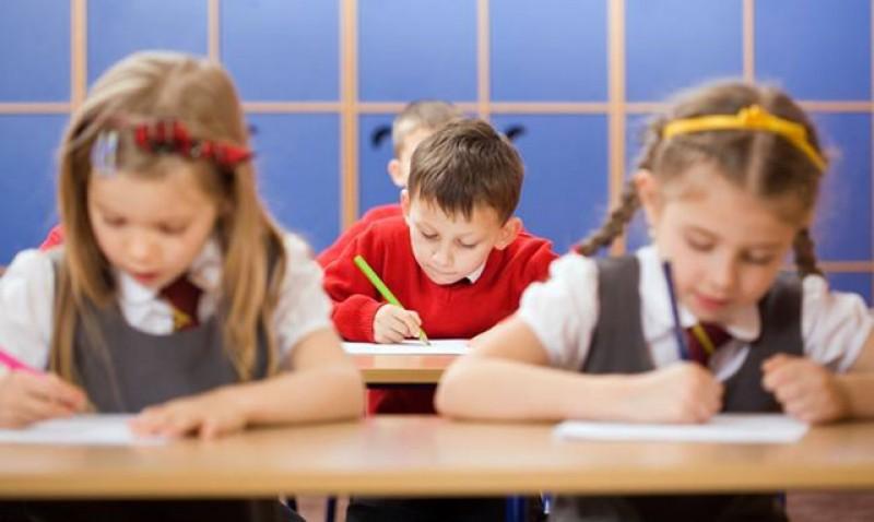 Se reduce numărul de ore în învăţământ! Preşedintele Iohannis a promulgat legea!