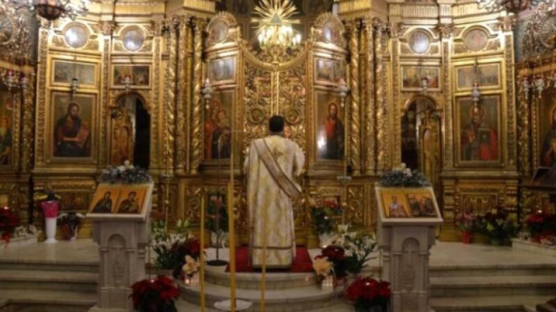Se reiau slujbele în biserici. Preoții vor putea ține slujbe atât în interior, cât și afară