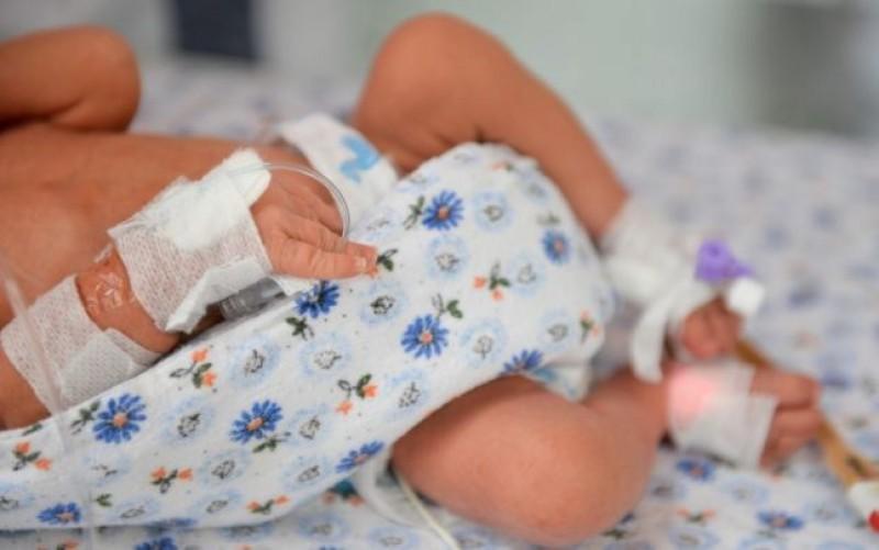 Secolul XXI la Botoșani: o femeie a născut o fetiţă de doar 1400 de grame acasă!