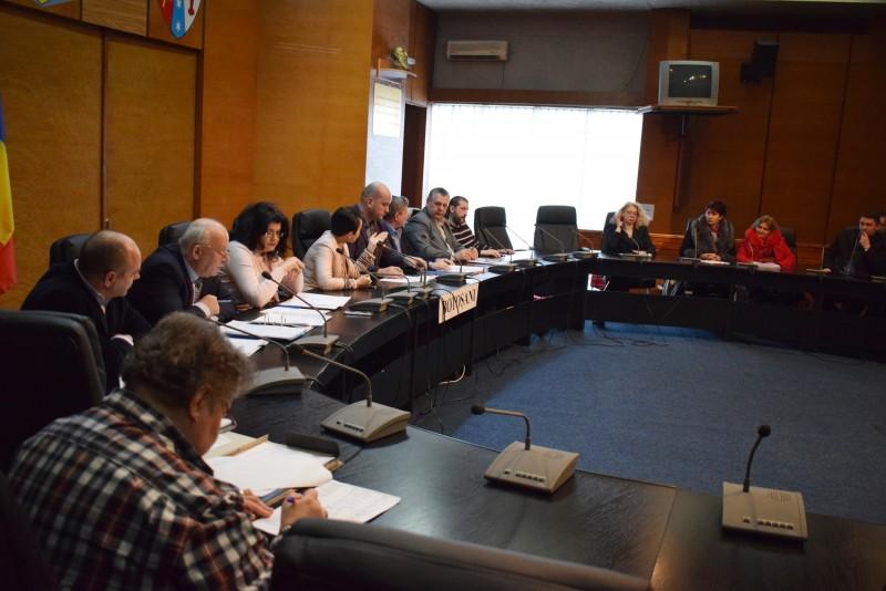 Secretarii unităţilor administrativ- teritoriale, invitaţi în şedinţe de lucru cu juriştii Instituţiei Prefectului - FOTO
