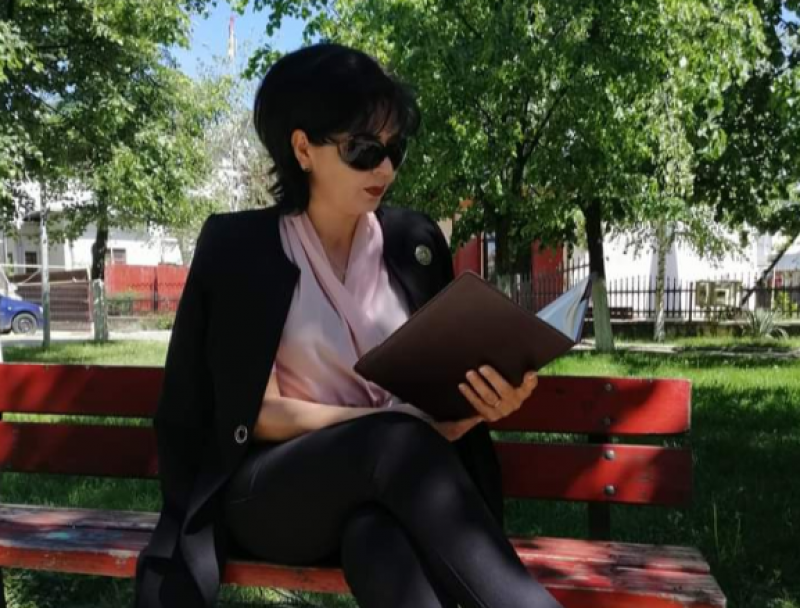 """Șefa PSD Botoșani, mesaj agramat și bizar către iubitorii de cărți. """"Să răsfoim cu înverșunare, să le mirosim dezlănțuirea"""""""