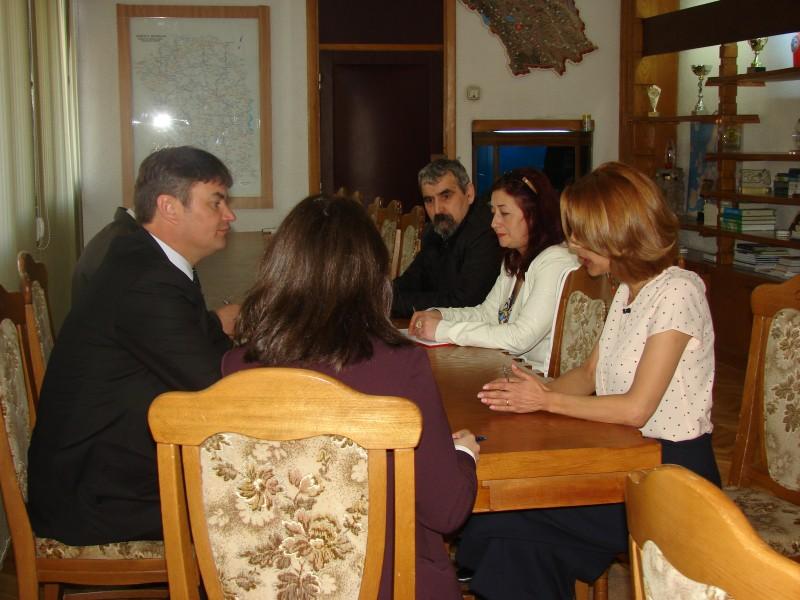Şefii mai multor instituţii publice au participat la discuţii cu prefectul judeţului