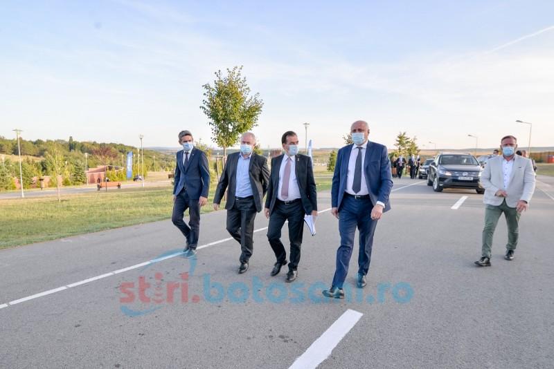 Șeful Executivului, primit cu aplauze de un alai de liberali la Botoșani (galerie foto)