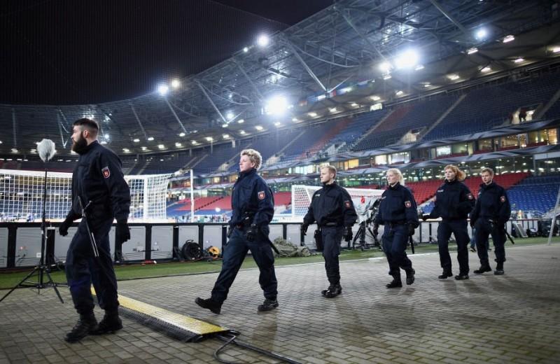Șeful ISIS urma să filmeze exploziile în stadion! Teroriștii plănuiseră un adevărat masacru la Hanovra