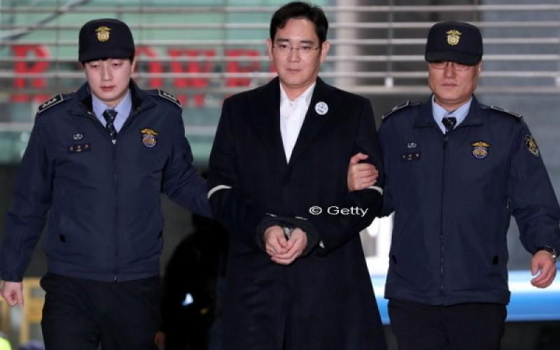 Seful Samsung, cu o avere de 6 mld de dolari, a fost inchis intr-o celula de 6 metri patrati, cu o saltea pe jos si fara duș!