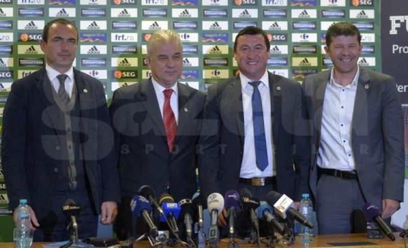 Selecţionerul Anghel Iordănescu şi membrii staff-ului naţionalei au fost prezentaţi oficial
