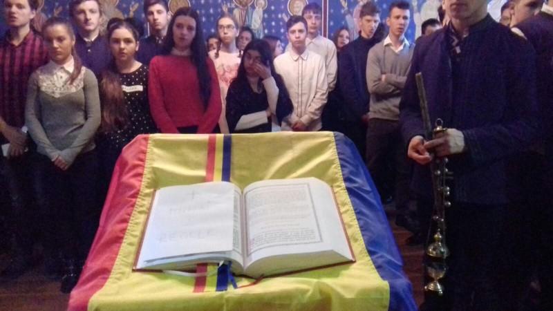 Seminarul Teologic Botoşani marchează cu sobrietate funebră decesului regelui Mihai I - FOTO