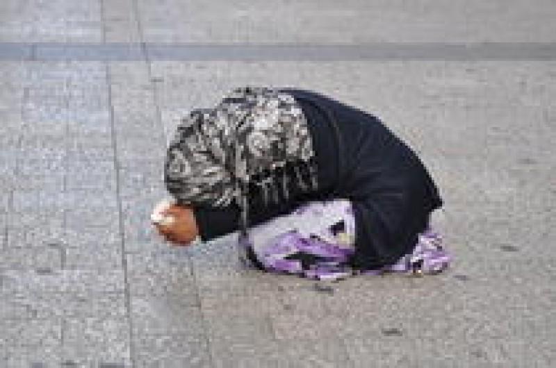 Senat: Pedepse majorate pentru exploatarea minorilor prin cerşetorie