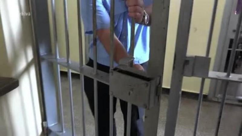 Senat: Persoanele care ies din închisoare ar putea beneficia de medicamente, hrană și cazare după eliberare