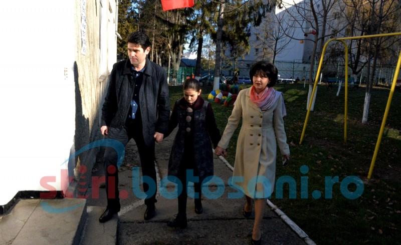 """Senatorul Doina Federovici, de mână cu fiica și soțul la vot: """"Am votat pentru reluarea unei guvernări mai bune"""" - FOTO"""