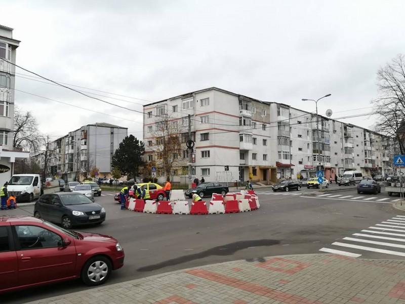 Sens giratoriu amenajat pe Bulevardul G. Enescu