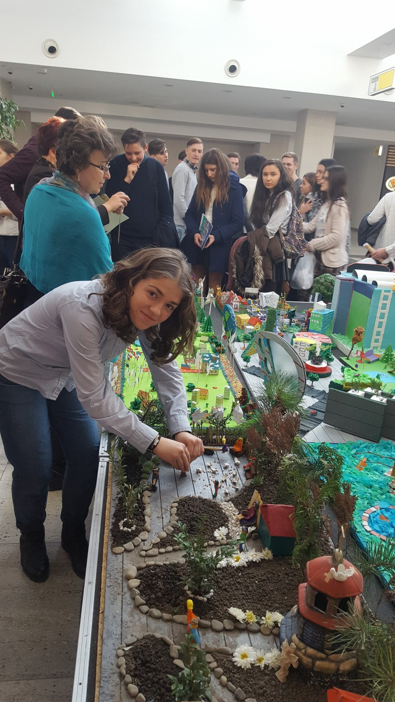 """Sesiuni de dezbateri pe tema drepturilor copilului, la Liceul Teoretic """"Grigore Antipa"""" Botoșani! FOTO"""