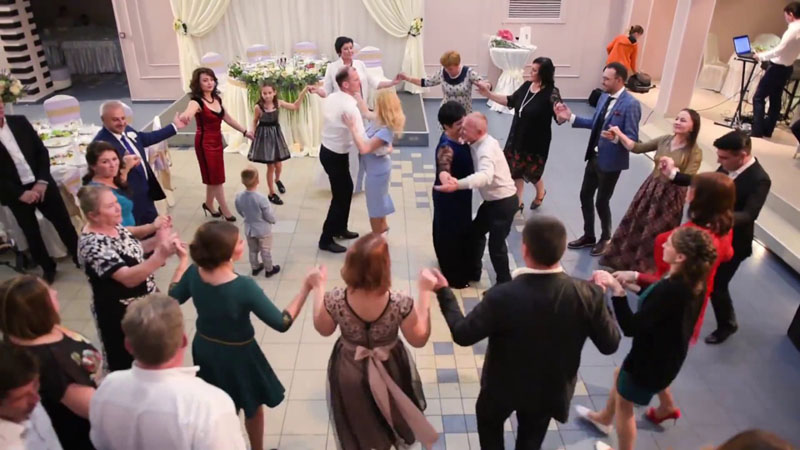 Sezonul nunților ar putea fi reluat după 15 mai. Dar numai pentru invitați care sunt vaccinați, au trecut prin Covid sau sunt dispuși să facă teste