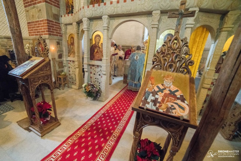 Sf. Sinod: Filmarile in biserici vor fi facute doar cu acordul centrelor eparhiale!