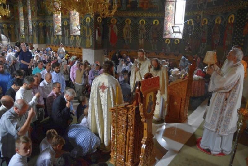 """Sfânta Liturghie la Mănăstirea Popăuţi: """"În timpul rugăciunii, să avem mintea coborâtă în inimă"""""""