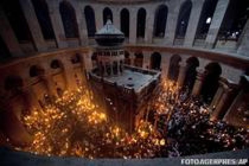 Sfanta Lumina de Pasti s-a aprins la Ierusalim