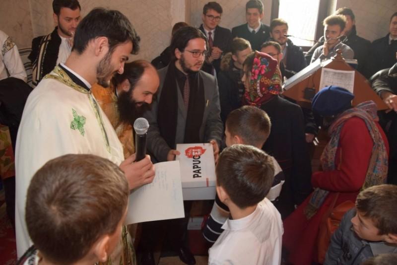 Sfântul Ierarh Nicolae le-a adus daruri copiilor din Parohia Coştiugeni